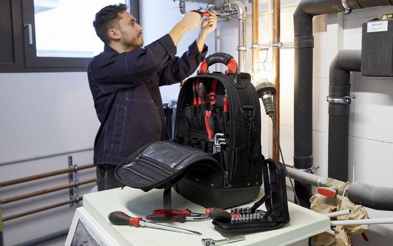 Wiha выпускает комплекты инструментов для механиков и электриков в специальных рюкзаках