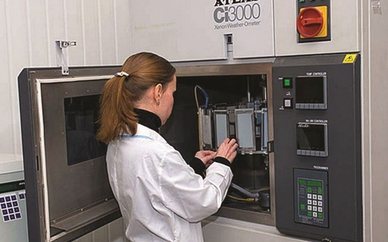 Сравнительный анализ винила и полиэстера с материалом B-8591 для использования вне помещений