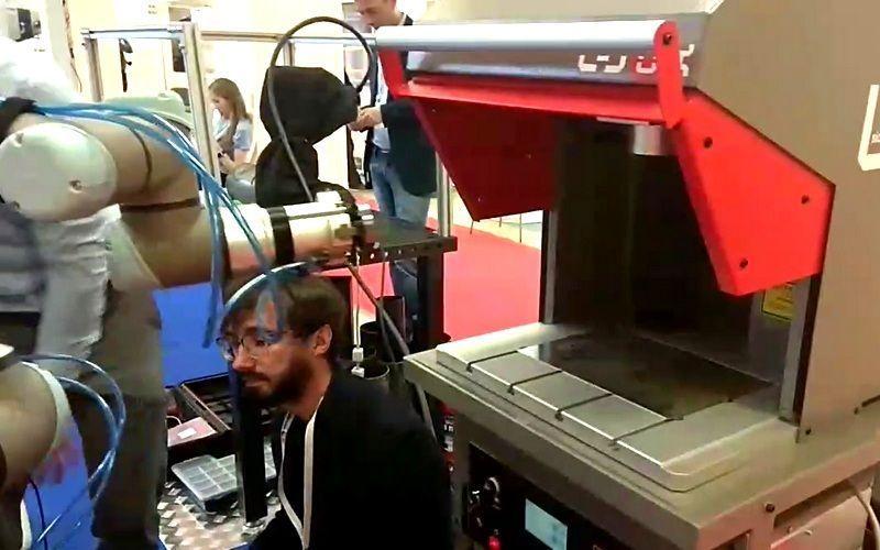 Лазерный маркиратор SIC Marking LBOX подружился с роботом-манипулятором и обрёл машинное зрение